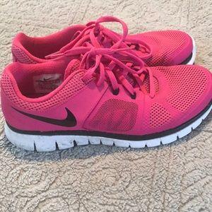 d11eb97b122d5 Nike Shoes - Size 6.5 women s Nike running shoes